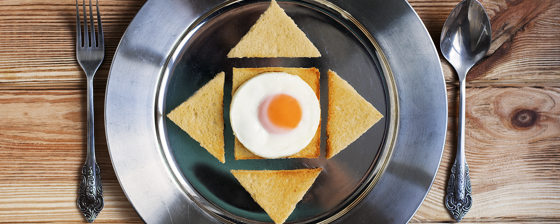 Smażone jajko na toście